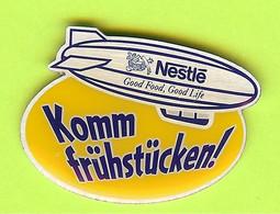 Pin's Dirigeable Blimp Zeppelin Nestlé Komm Frühstücken! - 8Z13 - Mongolfiere