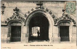 41hk 1604 CPA - DOUAI - PASSAGE LATERAL DE L'HOTEL DE VILLE - Douai