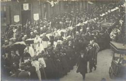 Carte Photo Une Procession Avec Religieux Et Militaires à Situer  RV - Fotografia