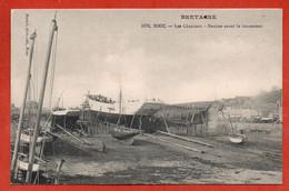 BINIC - Les Chantiers - Navires Avant Le Lancement - Binic