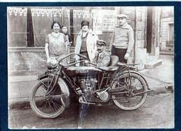 """Belle Carte Photo De 1912,  Sur Carton épais,MOTO """"INDIANA"""" Avec Conducteur Et Admirateurs - Motos"""