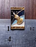 Space Badge Pin Rocket Spacecraft Satellite Electron Sputnik Elektron Soviet Union USSR - Spazio