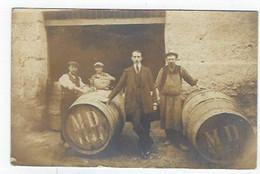 Carte Photo - Tonneaux De Vin Devant Un Chais Animée - To Identify