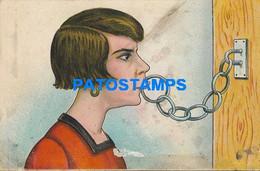 162184 ART ARTE HUMOR THE WOMAN CLOSED HER MOUTH DAMAGED POSTAL POSTCARD - Non Classificati