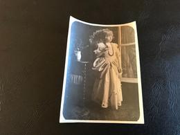 Photo (~1930) Fillette En Belle Robe & Ombrelle - Anonymous Persons