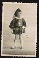 Photo Originale - 8,5 X 6,5 Cm - Jeune Garçon - Petit Page - Déguisement - Voir Scan - Persone Anonimi