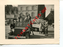 BASTOGNE - Photo - JEEP WILLYS - Oldtimer - Personnes Identifiées