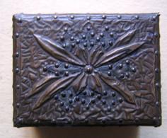 BOITE A TIMBRES  EN METAL ET BOIS - Stamp Boxes