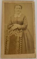 CDV. Portrait D'une Femme. Robe. Photographe A. Tardieu. La Rochelle. France. - Oud (voor 1900)