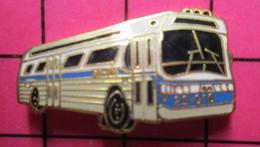SP06 Pin's Pins / Beau & Rare / THEME : TRANSPORTS / AUTOBUS ROUTIER BLEU BLANC GRIS - Transportation