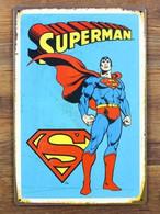 USA Metal Tin Sign Retro Design ' Standing SUPERMAN' - 30x20cm -XFine Condition - Plaques En Tôle (après 1960)