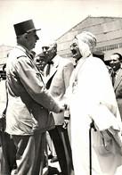 Photo (18 X 13 Cm). Le Général De Gaulle En Tournée En Algérie - Reproductions