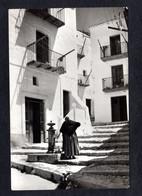 Espagne - Islas Baleares - IBIZA - La Drasaneta - Vieille Dame à La Pompe à Eau - Ibiza