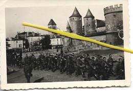 57 072 METZ    SOLDATS ALLEMANDS DEFILENT  PORTE DES ALLEMANDS 1940 / 1944 - Metz