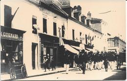 CPA - France - (85) Vendée - La Roche-Sur-Yon - Carte Photo - Défilé Rue Des Halles - La Roche Sur Yon
