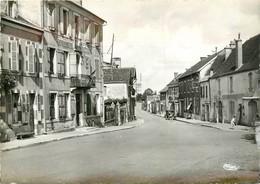 CPSM LEMBEYE - Le Centre Du Village Et La Gendarmerie     L667 - Lembeye