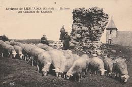 15  LIEUTADES  Ruines Du Chateau De Lagarde  Avec Troupeau De Moutons - Otros Municipios