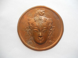 INDIA 1970s VINTAGE / Embossed Chasing Buddha Or Shiva / Copper / 11.5 Cm/ VF - Bronces
