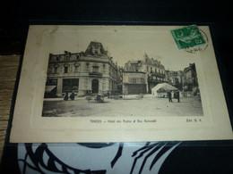 Carte Postale Puy De Dome Thiers Hotel Des Postes Et Rue Nationale Animée - Thiers