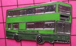 SP07 Pin's Pins / Beau & Rare / THEME : TRANSPORTS / AUTOBUS URBAIN ANGLAIS EN 2 TONS DE VERT - Transportation