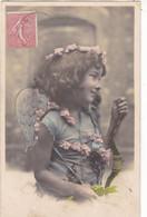 """CARTE FANTAISIE . CPA . FILLETTE """" ANGE DE L'AMOUR """".  AVEC SON ARBALÈTE ET FLÈCHES . ANNÉE 1905 + TEXTE - Angels"""