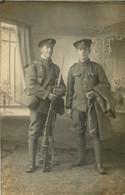 CARTE PHOTO  SOLDATS  THE ROYAL ARMY MEDICAL CORPS ET UN FANTASSIN - Oorlog 1914-18