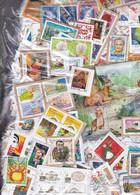 1 Kgr TIMBRES Sur Fragments Grands Formats FRANCE Tous En Euros , Provenant Des Missions Et Organismes Caritatifs - Lots & Kiloware (mixtures) - Min. 1000 Stamps