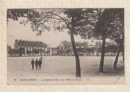 21B1606 SAINT BRIEUC LE CHAMP DE MARS VERS L'HOTEL DE FRANCE - Saint-Brieuc