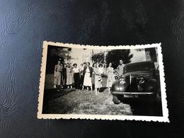 Photo - 1951 - CUISIAT (Revermont Ain) Famille Devant Maison Bourgeois & RENAULT «juvaquatre» - Automobiles