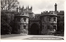 Royaume Uni Angleterre Lincolnshire Lincoln Castle Gatteway From Insipe Entrée Histoire Patrimoine Chateau - Lincoln
