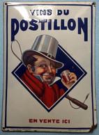 Plaque émaillée VINS DU POSTILLON Norman Rockwell Années 30 - Liqueur & Bière