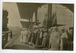 69 LYON  CARTE PHOTO Gare Des Brotteaux  Infirmieres Croix Rouge 1915  Arrivée Train Attente Blessés   D14 2021 - Andere