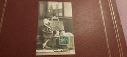 Ancienne Carte Postale - Filette - Scéne Jeux De Role - Chats - Scenes & Landscapes