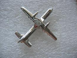 Pin's Avion Argenté En 3D - Aerei