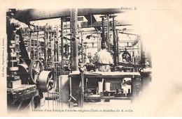63 - N°73119 - AMBERT - Intérieur D'une Fabrique D'Articles Religieux (Croix Et Médailles) - Métier - Ambert