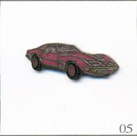 Pin's Automobile - Chevrolet / Modèle Corvette C3 (1967-82) - Version Mauve. Non Estampillé. EGF. T808-05 - Corvette