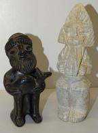 2 ANCIENNES STATUETTES SOUVENIRS De VOYAGE 1 En PIERRE 1 TERRE CUITE PEINTE JUS DE GRENIER COLLECTION DECO VITRINE - Souvenirs