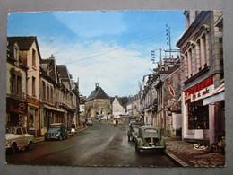 CP 56 Morbihan GUEMENE Sur SCOFF - Le Centre Ville - Tabac Café Du Centre - Voitures Renault 4cv Et 2cv Simca P60 Aronde - Guemene Sur Scorff