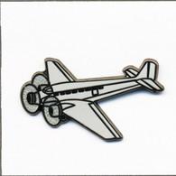 Pin's Aviation - Avion De Ligne / Junkers Tri-Moteur JU 52/3. Estampillé Boussemart. Zamac. T810-14 - Aerei