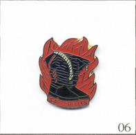 Pin's Pompier - SP De Chelles (77) Avec Bottes Et Flammes. Estampillé Evergreen. EGF. T811-06 - Pompieri