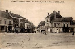 CPA Chalonnes-sur-Loire Rue Nationale, Vue De La Place De L'hôtel De Ville - Chalonnes Sur Loire