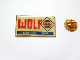 Beau Pin's Pins , Carburant Essence , Oil , Huile , Wolf Motor Oils - Carburanti