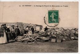 Le Tréport- Le Sauvetage Du Matériel Des Bains Pendant Une Tempête - Le Treport