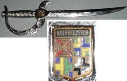 Rare Coupe-papier/Ouvre-lettres En Métal En Forme D'épée, Avec Un écusson émaillé NOIRMOUTIER - Souvenirs