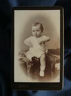 Photo CDV Melchers à Charleroi  Beau Bébé Blond Maintenu Par Une Personne Cachée  CA 1890 - L552A - Old (before 1900)
