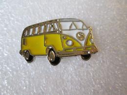 PIN'S    VOLKSWAGEN   COMBI  T 1   JAUNE   Email A Froid - Volkswagen