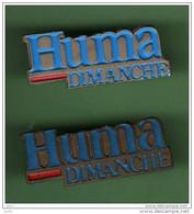 HUMA DIMANCHE *** 2 Pin's Differents *** 2109 - Mass Media