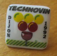 A048 -- Pin's Technovin Dijon 1992 -- Exclusif Sur Delcampe - Bebidas