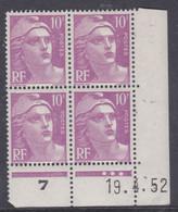 France N° 811 XX Marianne Gandon  10 F. Lilas En Bloc De 4 Coin Daté Du 19 . 4 . 52 , 3 Points Blancs Sans Charnière, TB - 1940-1949