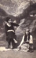CARTOMANCIE / DIVINATION Avec CARTES à JOUER : CARTOMANCIENNE / FORTUNE TELLER With CARDS - REAL PHOTO - 1922 (ah440) - Playing Cards